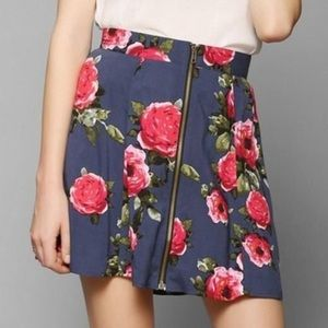 🐣 URBAN OUTFITTERS FLORAL SKIRT SIZE MEDIUM
